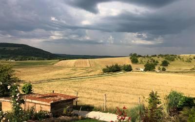 Zivataros nyári reggel a farmon